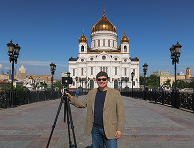 Franco Botticelli in front of the Cathedral Christ the Saviour, Moscow